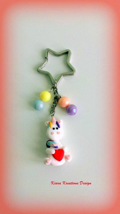 Portachiavi unicorno con cuore per san valentino in fimo fatto a mano con Unicorno Arcobaleno kawaii, idea regalo natale per ragazza