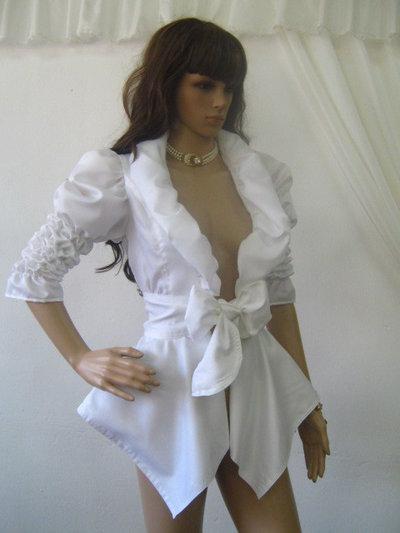 Giacca da donna stravagante in bianco.