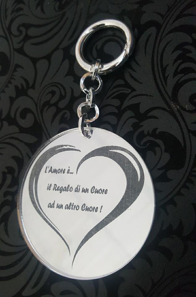 l'amore e'... un regalo fatto col cuore!!