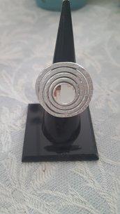 Anello in alluminio battuto regolabile con cristallo sfacettato Swarovski