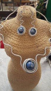 Collana in alluminio battuto e perle in ceramica greca