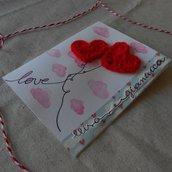 Biglietto innamorato per San Valentino • Due cuori a uncinetto con nomi personalizzati