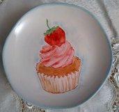 piatto  porta caramelle in porcellana dipinta a mano,   soggetto cupcake con fragola