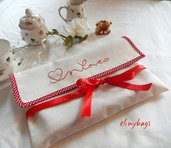 """Coppia tovagliette americane """"io & te"""" con busta porta tovagliette in confezione regalo per San Valentino"""
