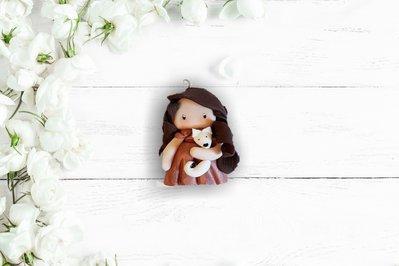 Ciondolo in fimo bambolina con volpe fatto a mano