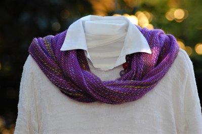 Iris: sciarpa lavorata artigianalmente