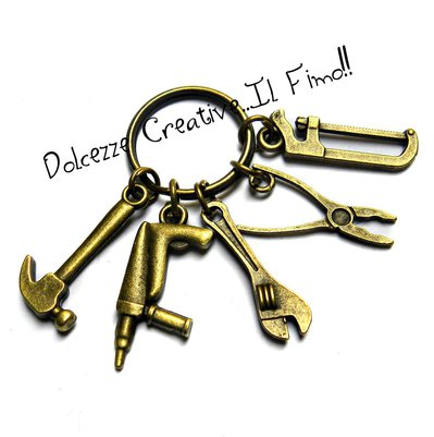 Portachiavi Uomo - meccanico - idraulico - carpentiere - martello, pistola sparachiodi, chiave inglese, pinza e sega