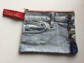Pochette in jeans riciclato