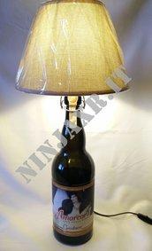 Lampada da tavolo Bottiglia Birra Amarcord 2 Litri Vuota riuso riciclo creativo idea regalo arredo furniture bottle lamp beer upcycled