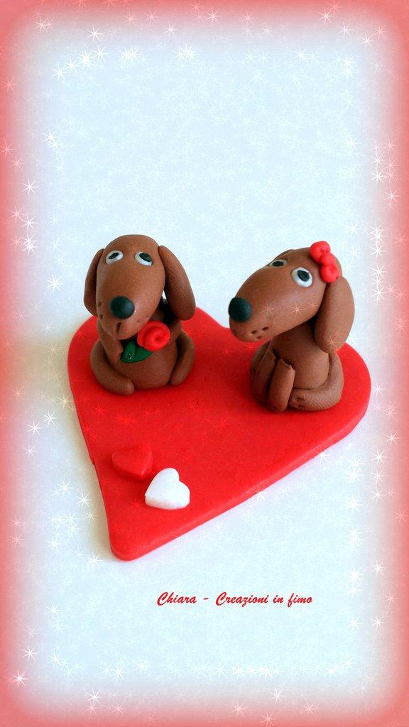 Bassotti su cuore in fimo decorazione per san valentino, miniature idee regalo animali personalizzabile