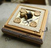 Cofanetto - Scatola porta cucito con specchio - contenitore cucito - idea regalo sarta, rocchetto di cotone, bottoni, forbici ecc