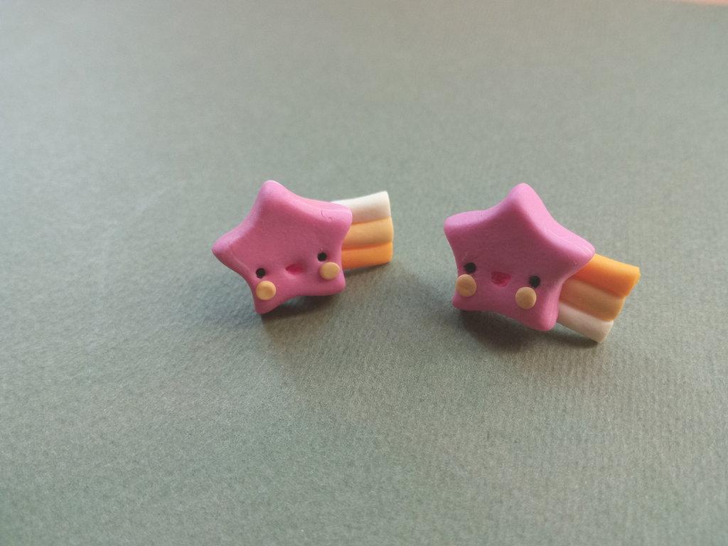 Orecchini a stellina rosa con arcobaleno