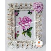 Portafoto in legno con pizzo e fiore lilla