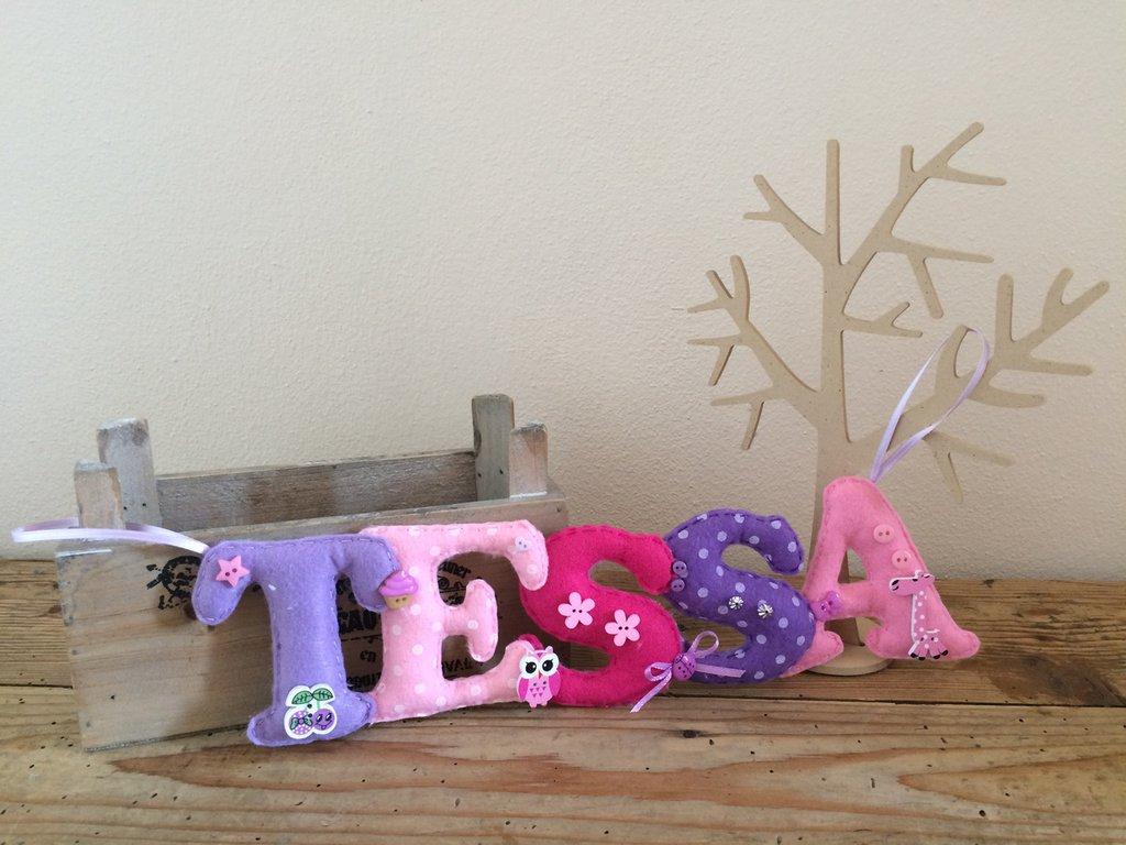 Decorazioni In Legno Per Bambini : Banner nome in feltro con decori in legno bambini cameretta