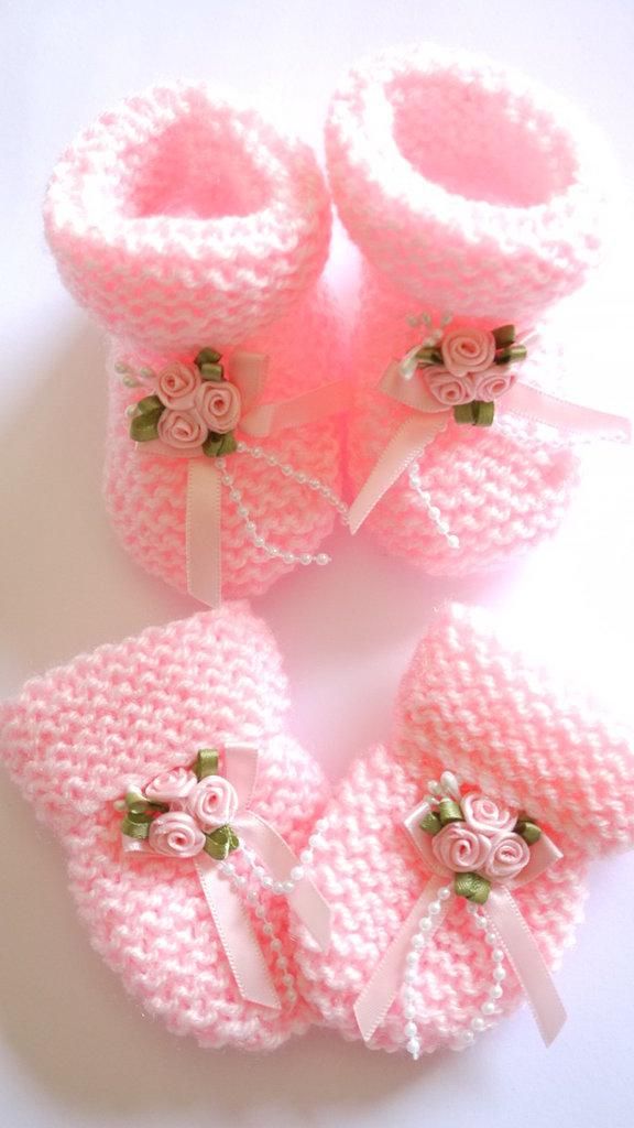 Scarpine e guanti completo in lana rosa fatto a mano