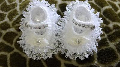 Scarpine da culla bambina neonato eleganti battesimo in lana bianca fatte a mano