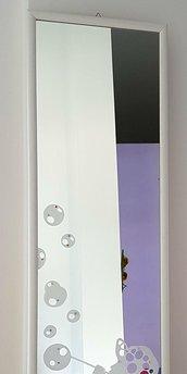 Specchio inciso a mano.