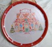 piatto panettone in porcellana dipinto a mano ,con soggetto casetta panpepato,