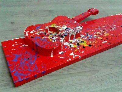 Quadro astratto con chitarra