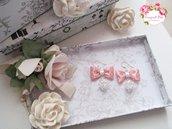 Orecchini pendenti con fiocco rosa a pois