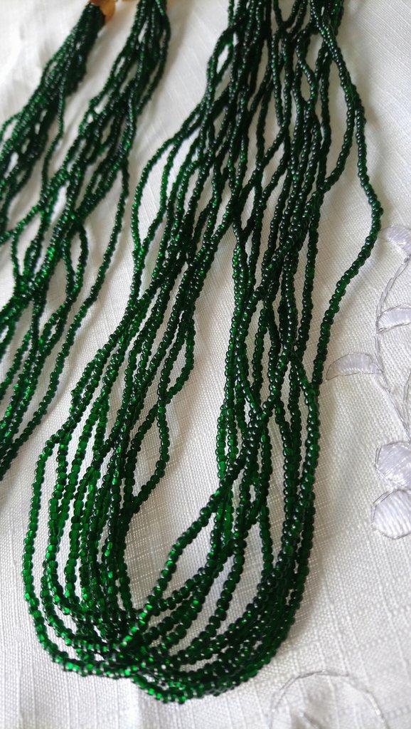 collana ,torchon, con conteria  in vetro colore verde scuro