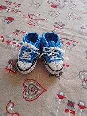 Scarpine neonato all'uncinetto