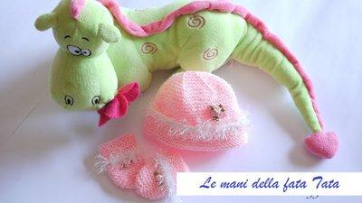 Guantini e cappello completo in lana rosa  3 mesi fatto a mano