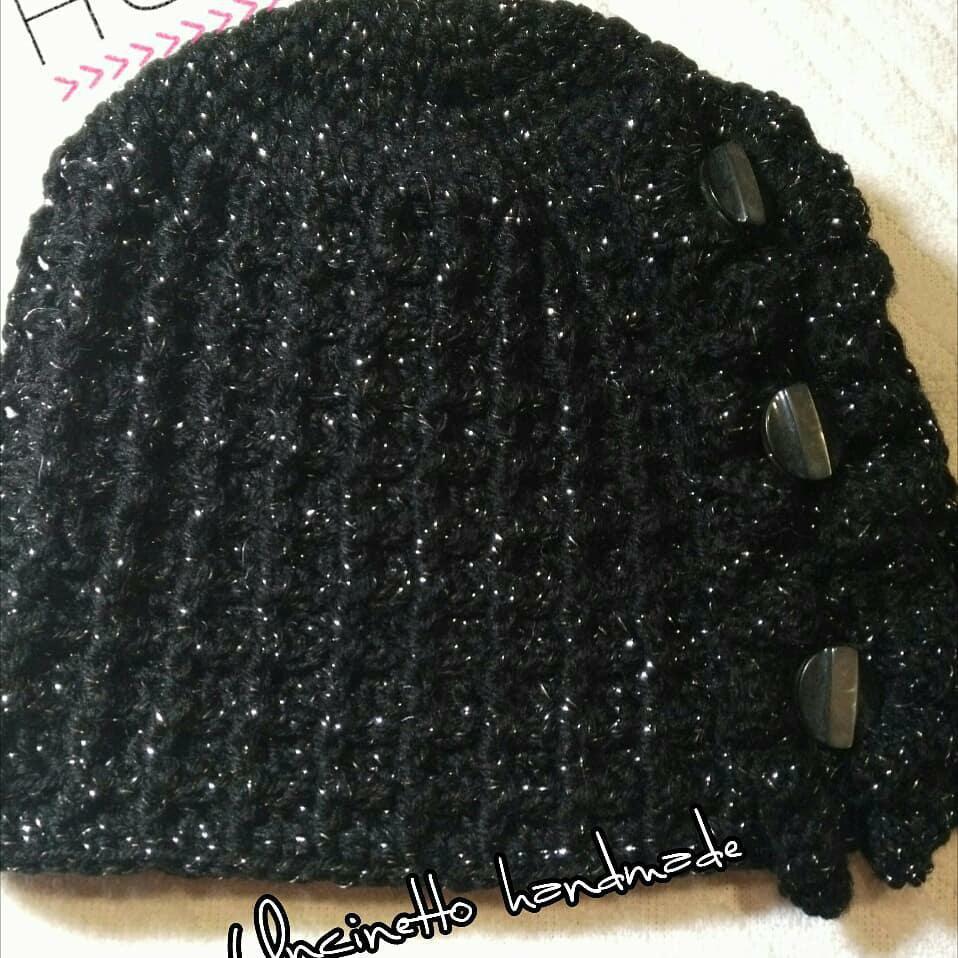 Cappello lana donna fatto a mano ad uncinetto nero idea regalo shopping
