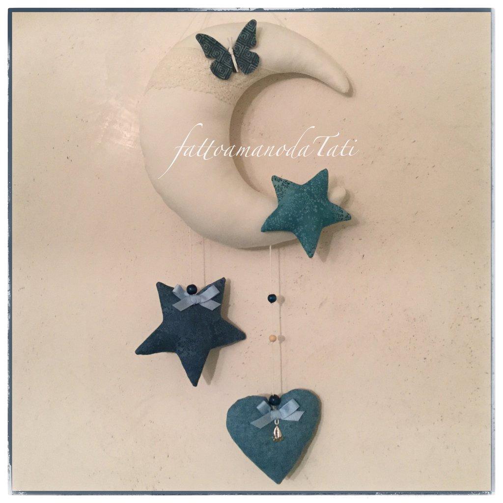 Fiocco nascita luna in cotone bianco con farfalla,stelle e cuore sui toni del blu