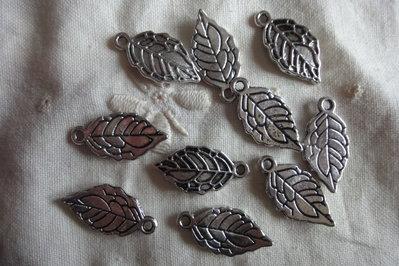 10 Foglie metallo color argento 20x10mm.