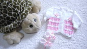 Cardigan e scarpine  in lana baby bianco e rosa  lavorato a mano bambina 3 mesi