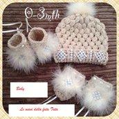 Scarpine,cappello e guanti  completo 5 pezzi  in lana crema  fatto a mano