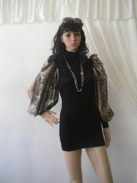 Elegante tunica da donna con ampie maniche in chiffon in chiffon con fili incorporati