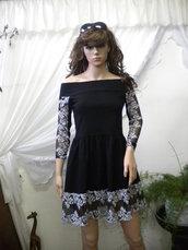 Bella tunica da donna in bianco e nero,