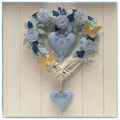 Cuore/fiocco nascita in vimini con roselline,rametti ,cuori azzurri e due farfalle gialle