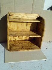 Scaffaletto a due ripiani in legno