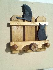 Attaccapanni in legno da parete a staccionata con gatti neri