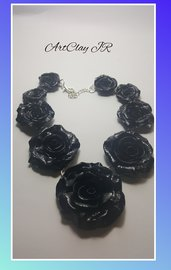 Collana romantica Rose nere in pasta polimerica (fimo) fatta a mano