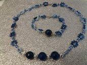 Collana al chiacchierino con pietre dure zaffiro tondo sfaccettato  Perline di cristalli sfaccettato e piccoli perline in acciaio.