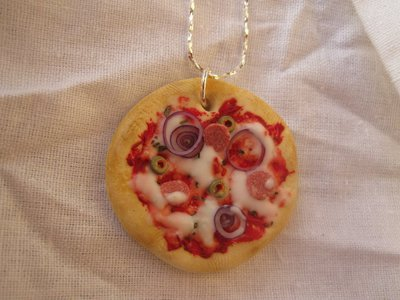 collana PIZZA al SALAMINO in Fimo Cernit