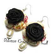 Orecchini Elegance - Rose nere con pendenti perle di fiume - handmade idea regalo