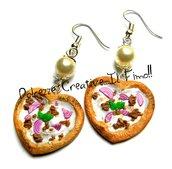 Orecchini Pizza a forma di cuore - bianca con tonno e cipolla - miniature - handmade - fimo e cernit