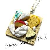 Collana Vassoio con Formaggi - Formaggio spalmabile, mozzarella, ricotta, formaggio con i buchi, formaggio alle erbe, formaggio stagionato