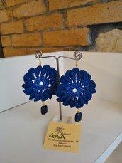 Orecchini ad uncinetto blu con pendente in lapis