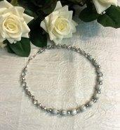 Girocollo con perle bianche striate e cristalli
