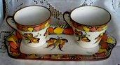 Set da colazione: 2 tazze con vassoio rettangolare decorato a mano con farfalle e foglie stilizzate