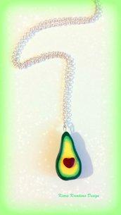 Collana in fimo avocado con nocciolo a cuore per migliore amica, idea regalo ragazza, regalo compleanno, collana kawaii, gioielli kawaii