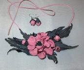 Collana di vera pelle con fiore rosa