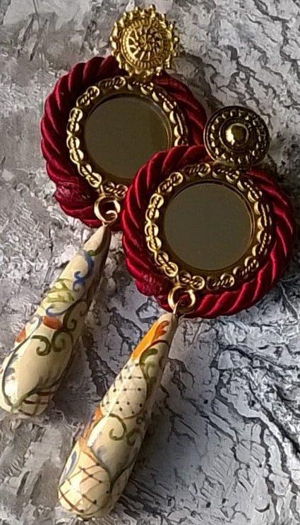 orecchini in argilla polimerica ed elementi in ottone
