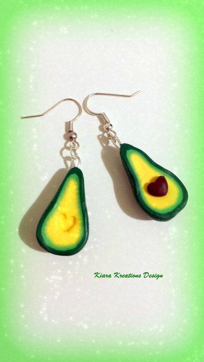 Orecchini in fimo avocado con nocciolo a cuore per migliore amica, regalo ragazza, regalo compleanno, orecchini kawaii, gioielli kawaii